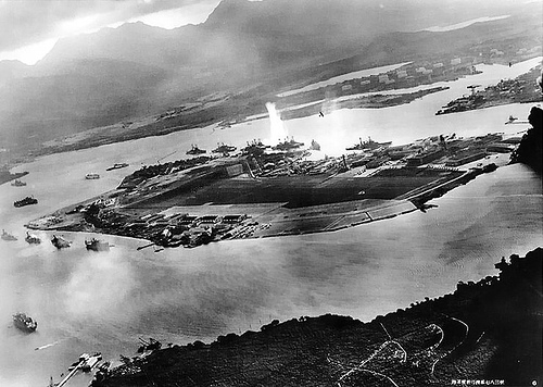 http://commons.wikimedia.org/wiki/Image:Attack_on_Pearl_Harbor_Japanese_planes_view.jpg