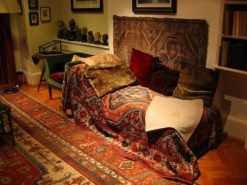 http://commons.wikimedia.org/wiki/File:Freud_Sofa.JPG