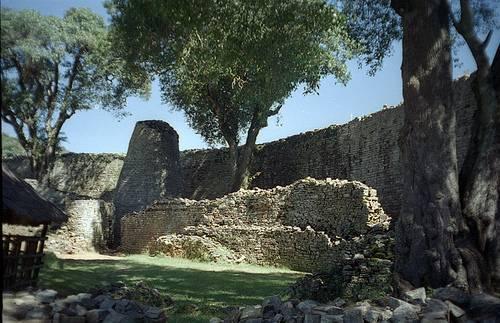 http://commons.wikimedia.org/wiki/Image:Great-Zimbabwe-2.jpg
