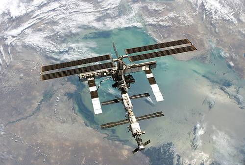 http://commons.wikimedia.org/wiki/Image:ISS_Aug2005.jpg