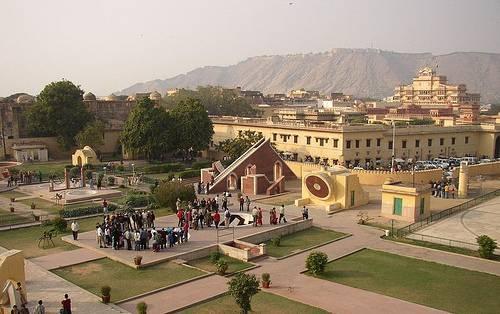 http://commons.wikimedia.org/wiki/File:Jantar_Mantar_at_Jaipur.jpg