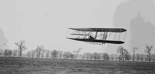 http://commons.wikimedia.org/wiki/Image:1904WrightFlyer.jpg