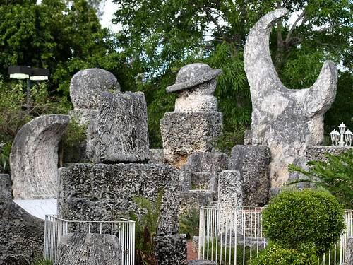 http://commons.wikimedia.org/wiki/Image:Coral_Castle_1.jpg