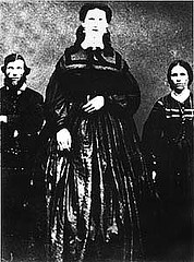 http://commons.wikimedia.org/wiki/File:Anna_Swan_with_her_parents.jpg