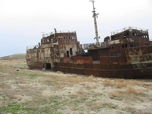 http://commons.wikimedia.org/wiki/File:AralShip.jpg