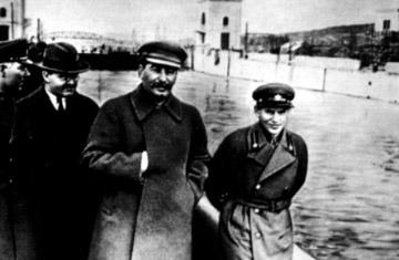 http://commons.wikimedia.org/wiki/File:Voroshilov,_Molotov,_Stalin,_with_Nikolai_Yezhov.jpg