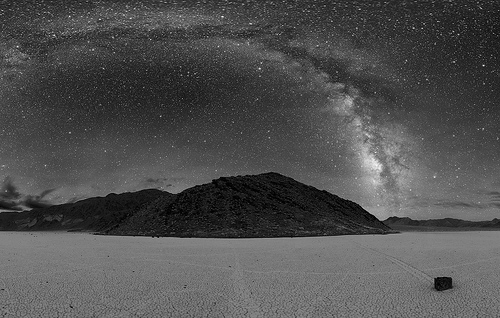http://commons.wikimedia.org/wiki/Image:Deathvalleysky_nps_big.jpg