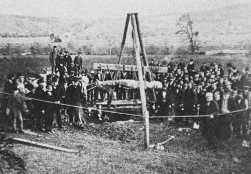 http://commons.wikimedia.org/wiki/Image:Cardiff_giant_exhumed_1869.jpg
