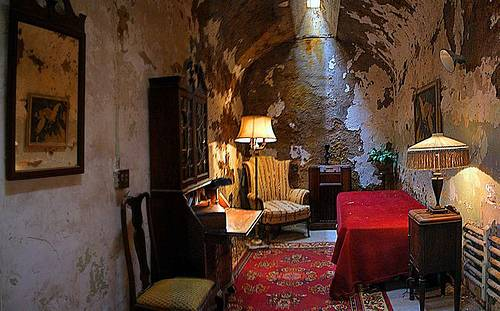 http://commons.wikimedia.org/wiki/File:Al_Capone%27s_Cell_In_Eastern_State_Penitentiary.jpg