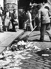 http://commons.wikimedia.org/wiki/File:Inflaci%C3%B3_utan_1946.jpg