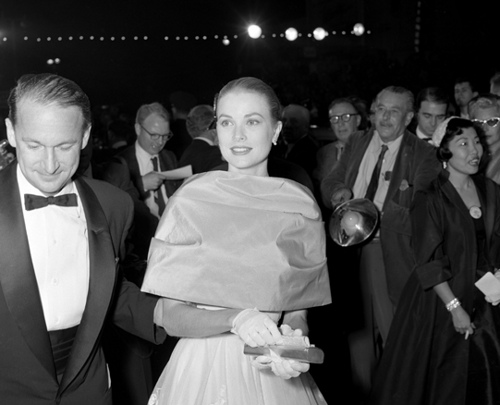 http://commons.wikimedia.org/wiki/File:Grace_Kelly_arriving_at_the_28th_annual_Academy_Awards,_1956.jpg