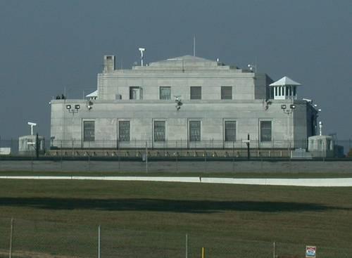 http://commons.wikimedia.org/wiki/File:U.S._Bullion_Depository.jpg