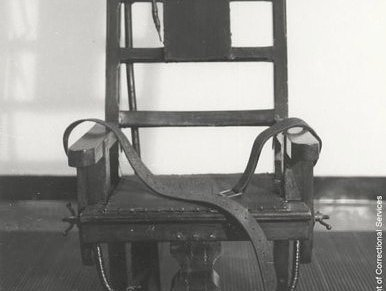 http://commons.wikimedia.org/wiki/File:Singchaircrop.jpg