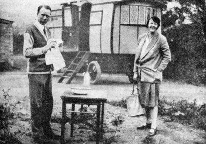 http://commons.wikimedia.org/wiki/File:Lewis_Thompson_honeymoon_1928.jpg