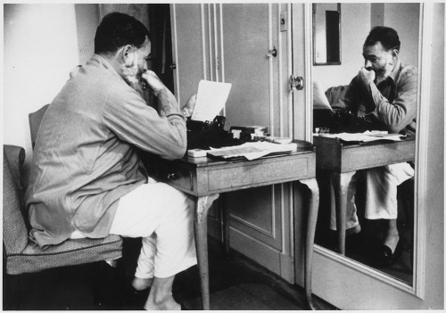 http://commons.wikimedia.org/w/index.php?title=File:Ernest_Hemingway_in_London_at_Dorchester_Hotel_1944_-_NARA_-_192672.tif&page=1