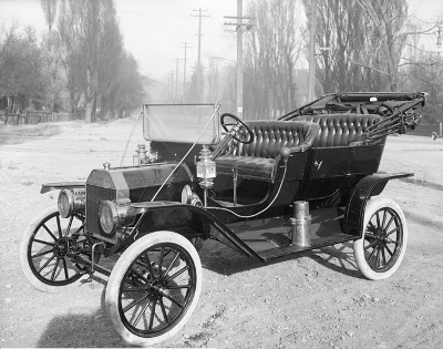 http://commons.wikimedia.org/wiki/File:1910Ford-T.jpg