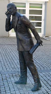 http://commons.wikimedia.org/wiki/File:FN_Marktfrauengruppe_6.jpg