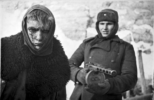 http://en.wikipedia.org/wiki/File:Bundesarchiv_Bild_183-E0406-0022-011,_Russland,_deutscher_Kriegsgefangener.jpg