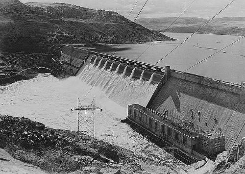 http://commons.wikimedia.org/wiki/File:Grand_Coulee_Dam_no_forebay.jpg