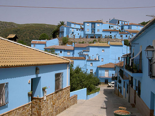 http://commons.wikimedia.org/wiki/File:J%C3%BAzcar_M%C3%A1laga_Andalusia_Spain_smurf_town.jpg