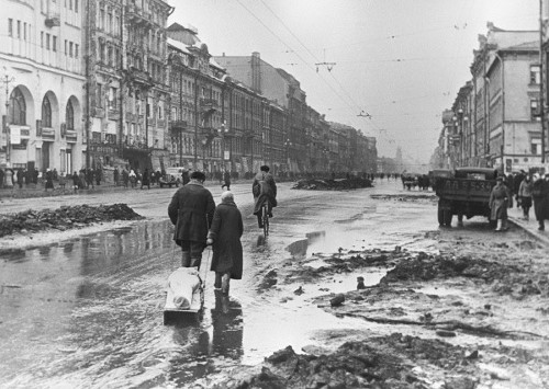 http://commons.wikimedia.org/wiki/File:RIAN_archive_324_In_besieged_Leningrad.jpg