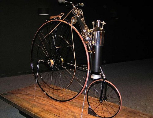 http://commons.wikimedia.org/wiki/File:1884_Copeland_Steam_Cycle_%28replica%29_The_Art_of_the_Motorcycle_-_Memphis.jpg