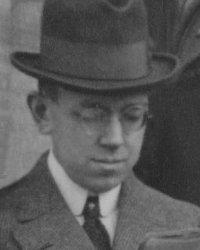 http://commons.wikimedia.org/wiki/File:Bessel-Hagen,Erich_1920_G%C3%B6ttingen.jpg?uselang=de