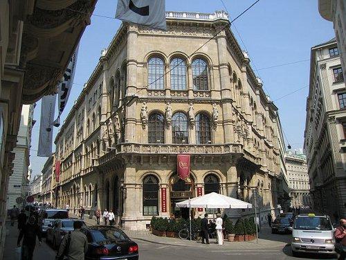 http://commons.wikimedia.org/wiki/File:Palais_Ferstel.jpg