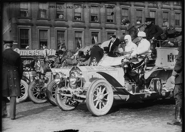 http://commons.wikimedia.org/wiki/File:1908_New_York_to_Paris_Race,_grid.jpg