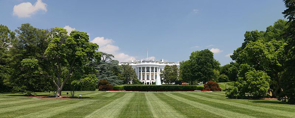 https://commons.wikimedia.org/wiki/File:White_House_lawn.jpg