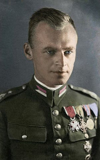 https://commons.wikimedia.org/wiki/File:Witold_Pilecki_in_color.jpg