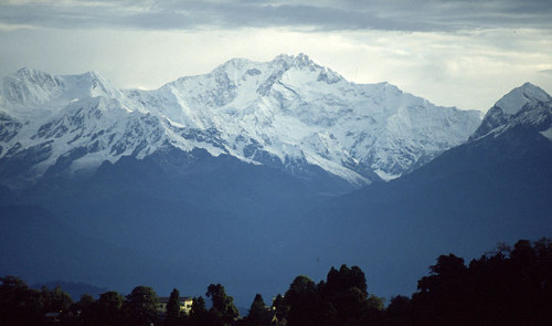 https://commons.wikimedia.org/wiki/File:Kangchenjunga_view_from_Darjeeling.jpg