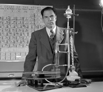 http://commons.wikimedia.org/wiki/File:Seaborg_in_lab.jpeg