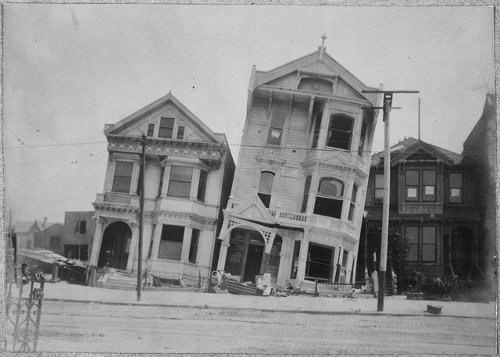 http://commons.wikimedia.org/wiki/File:San_Francisco_Earthquake_of_1906,_After_the_earthquake_-_NARA_-_522948.tif