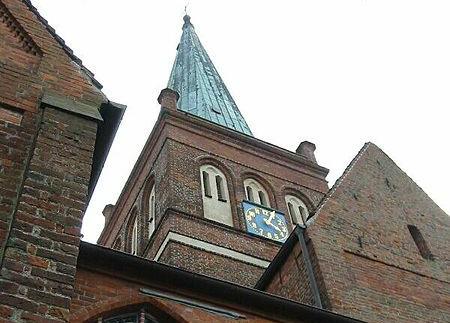 https://commons.wikimedia.org/wiki/File:Marienkirche_in_Bergen_auf_R%C3%BCgen.jpg