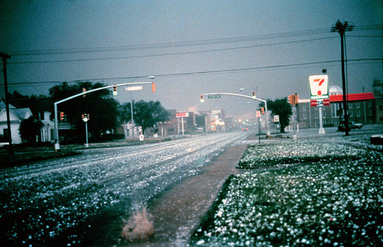 https://commons.wikimedia.org/wiki/File:Hailstorm.jpg