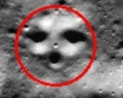 https://commons.wikimedia.org/wiki/File:FaceOnMoonSouthPole.png