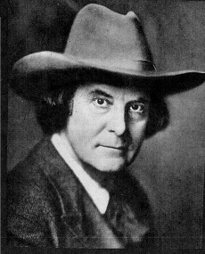 https://commons.wikimedia.org/wiki/File:Elbert_Hubbard_-_Project_Gutenberg_eText_12933.jpg