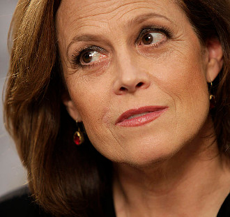 https://commons.wikimedia.org/wiki/File:Sigourney_Weaver2.jpg