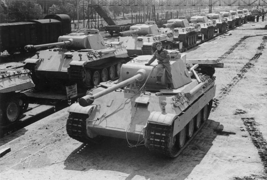 https://commons.wikimedia.org/wiki/File:Bundesarchiv_Bild_183-H26258,_Panzer_V_%22Panther%22.jpg