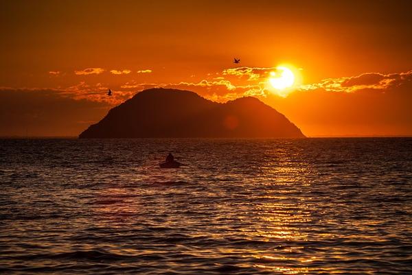 https://pixabay.com/en/island-beach-ocean-water-boat-997022/