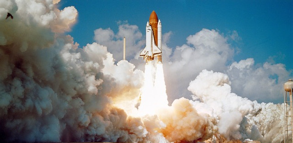 https://pixabay.com/en/challenger-space-shuttle-launch-1102029/