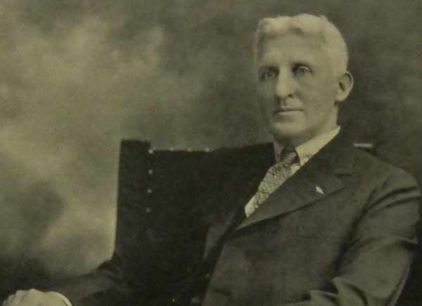 https://en.wikipedia.org/wiki/File:Arthur_Nash,_formal_sitting,_circa_1927.jpg