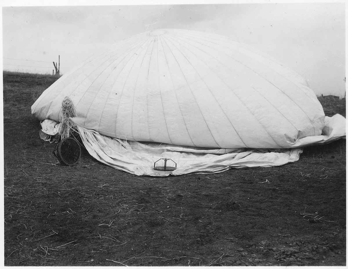 https://commons.wikimedia.org/wiki/File:Japanese_war_balloon_-_NARA_-_285257.tif