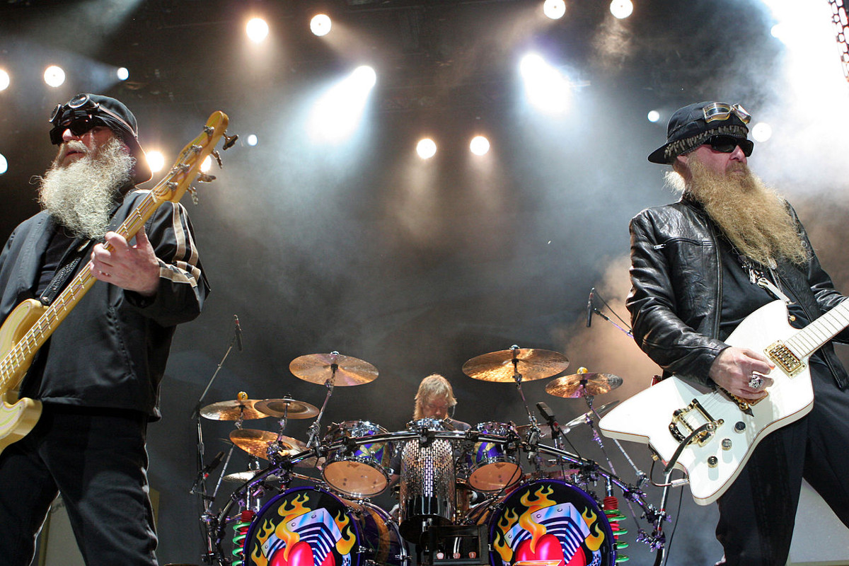https://commons.wikimedia.org/wiki/File:ZZ_Top_Live.jpg