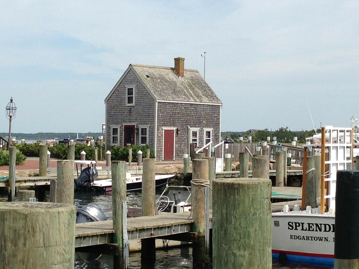 https://pixabay.com/en/martha-s-vineyard-docks-mooring-183271/
