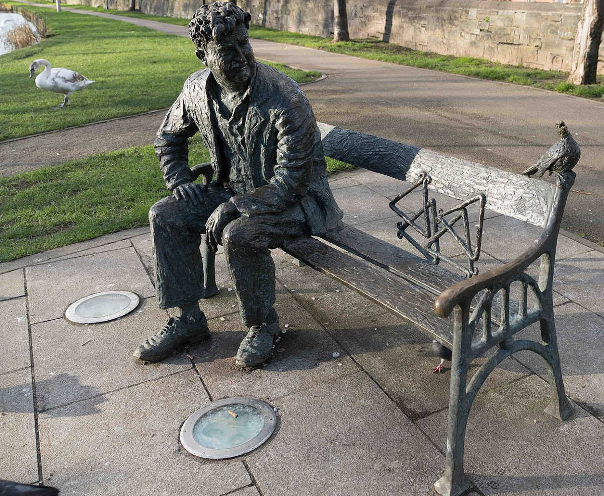 https://commons.wikimedia.org/wiki/File:REMEMBERING_BRENDAN_BEHAN_(PUBLIC_ART_BESIDE_LOCK_2_ON_THE_ROYAL_CANAL)--111891_(24746426639).jpg