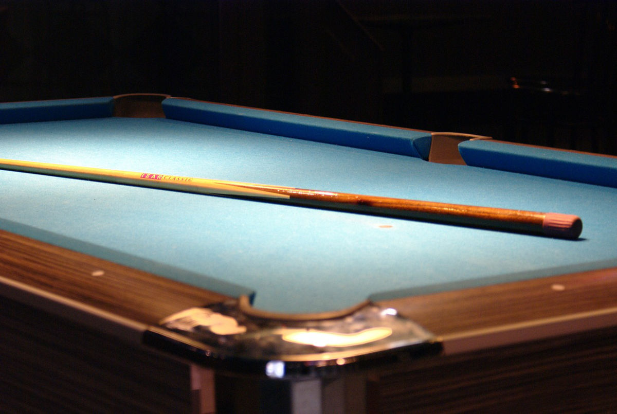 https://pixabay.com/en/table-taco-billiards-109345/