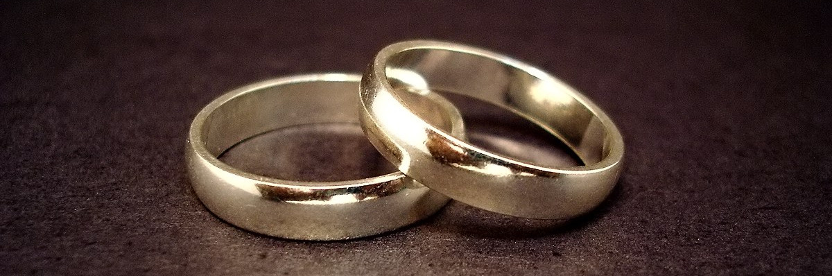 https://commons.wikimedia.org/wiki/File:Wedding_rings.jpg