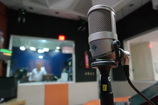 https://pixabay.com/en/microphone-i-am-a-student-radio-1562354/